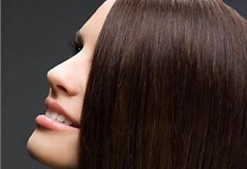 Как покрасить темные волосы хной