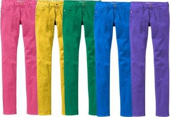 Звездный стиль: цветные джинсы