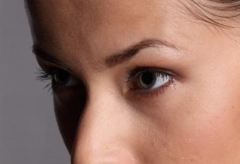 Часто моргать — вредно или полезно для кожи вокруг глаз?