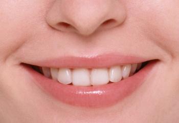От чего появляются трещины в уголках губ