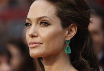 Модная битва: Анджелина Джоли vs Дженифер Энистон