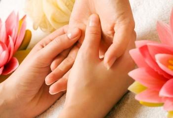 Шелушение кожи вокруг ногтей