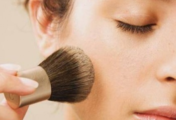 Как сделать бледные губы