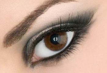 Подведенные глаза