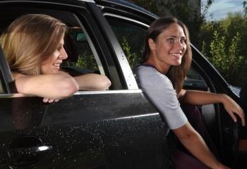 Как выбрать автомобиль женщине без стажа вождения
