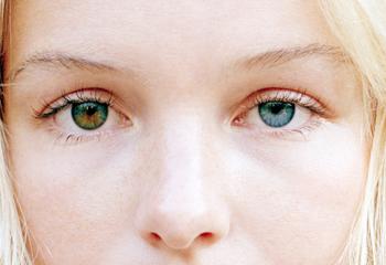 Почему у людей бывают разного цвета глаза