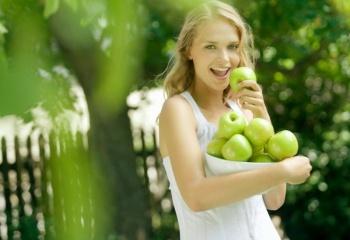 Яблочная питательная маска для лица