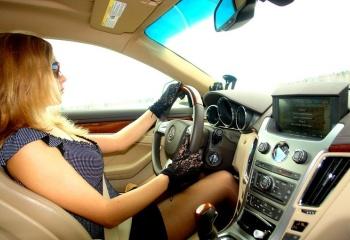 Женщина за рулем автомобиля: первый день на дороге