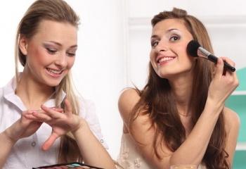 Как выбрать тональный крем: уроки идеального макияжа