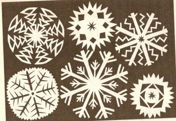 Как сделать новогодние снежинки из бумаги