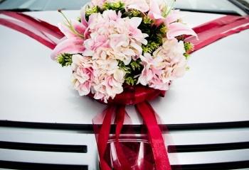 Как украсить свадебную машину своими руками?