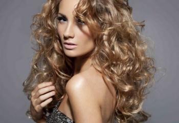 Длинные волнистые волосы: разновидности стрижек