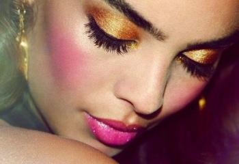 Блестки и шиммер: самое главное в новогоднем макияже 2014