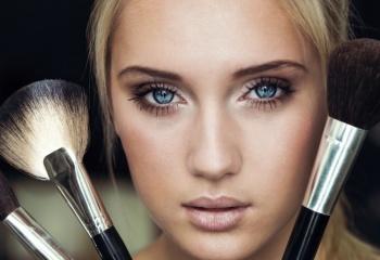Топ-10 лучших матирующих основ под макияж для жирной кожи