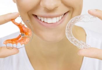 Выпрямление зубов без брекетов: эффективные средства и методы