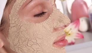 Очищать кожу нужно два раза в день и
